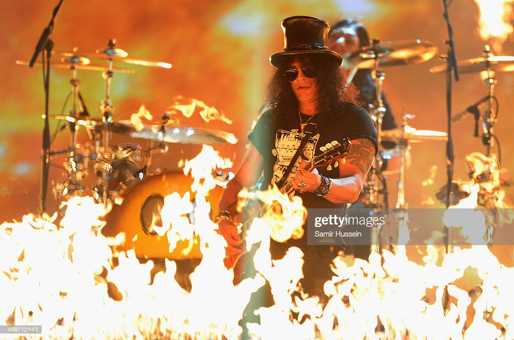 Slash performs on stage during the MTV EMA's 2014 at The Hydro on November 9, 2014 in Glasgow, Scotland.