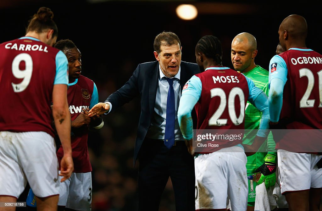 <a gi-track='captionPersonalityLinkClicked' href=/galleries/search?phrase=Slaven+Bilic&family=editorial&specificpeople=1040506 ng-click='$event.stopPropagation()'>Slaven Bilic</a> manager of West Ham United talks to <a gi-track='captionPersonalityLinkClicked' href=/galleries/search?phrase=Victor+Moses&family=editorial&specificpeople=2649383 ng-click='$event.stopPropagation()'>Victor Moses</a> of West Ham United (20) ahead of extra time during the Emirates FA Cup Fourth Round Replay match between West Ham United and Liverpool at Boleyn Ground on February 9, 2016 in London, England.