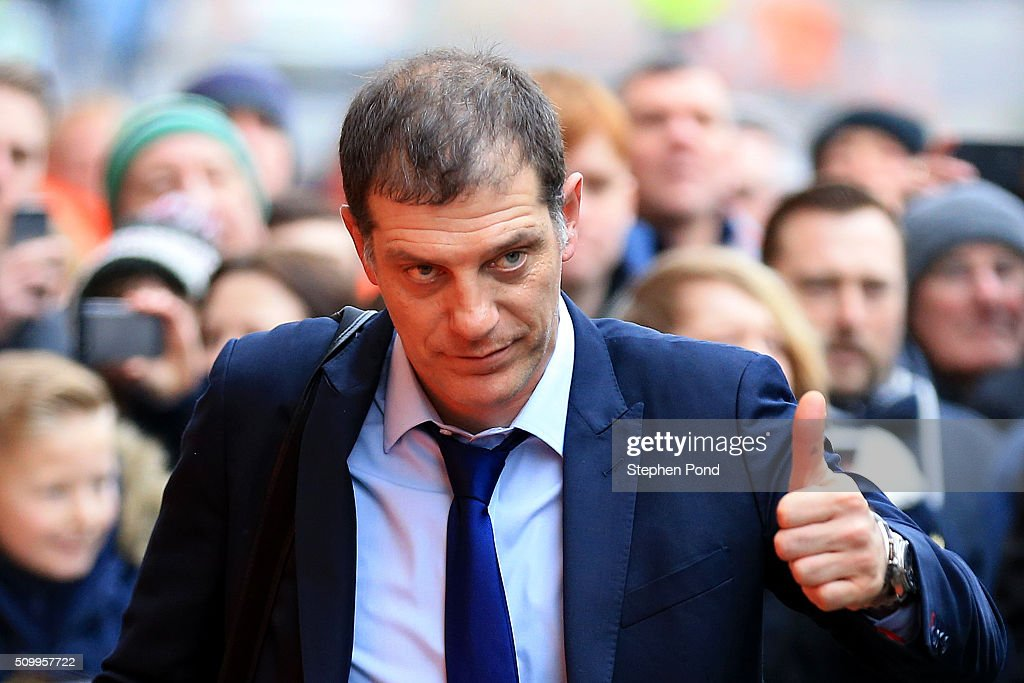 <a gi-track='captionPersonalityLinkClicked' href=/galleries/search?phrase=Slaven+Bilic&family=editorial&specificpeople=1040506 ng-click='$event.stopPropagation()'>Slaven Bilic</a> manager of West Ham United thumbs up prior to the Barclays Premier League match between Norwich City and West Ham United at Carrow Road on February 13, 2016 in Norwich, England.