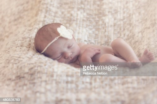 sleeping newborn baby : Stock-Foto