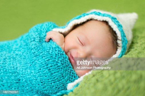 Sleeping newborn girl : Bildbanksbilder