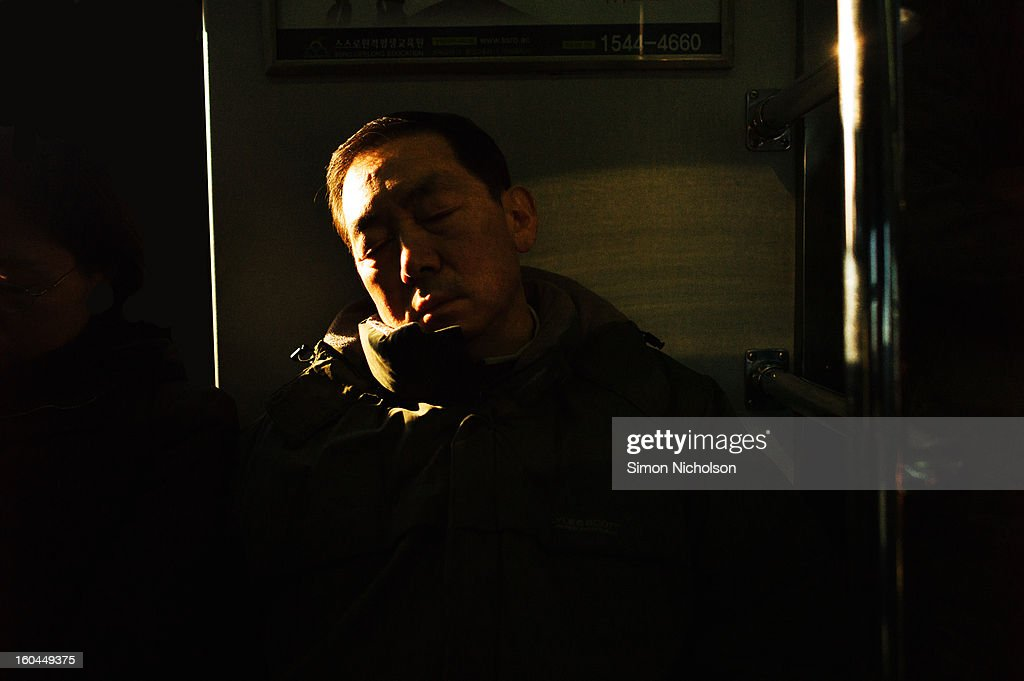 CONTENT] Sleeping on the subway, Seoul