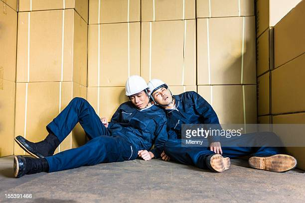 寝室タイアード出力間での小包の倉庫労働者