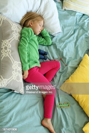 Sleeping toddler : Bildbanksbilder