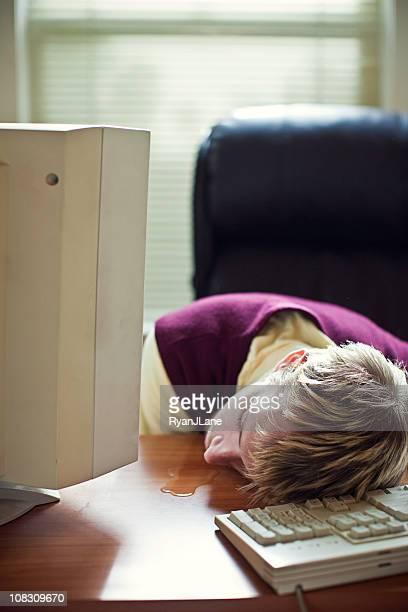 Dormire In ufficio lavoratore Drools