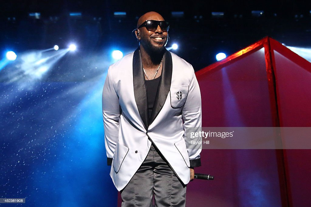 <a gi-track='captionPersonalityLinkClicked' href=/galleries/search?phrase=Sleepy+Brown&family=editorial&specificpeople=216499 ng-click='$event.stopPropagation()'>Sleepy Brown</a> performs with Outkast during the 2014 Forecastle Music Festival at Louisville Waterfront Park on July 18, 2014 in Louisville, Kentucky.