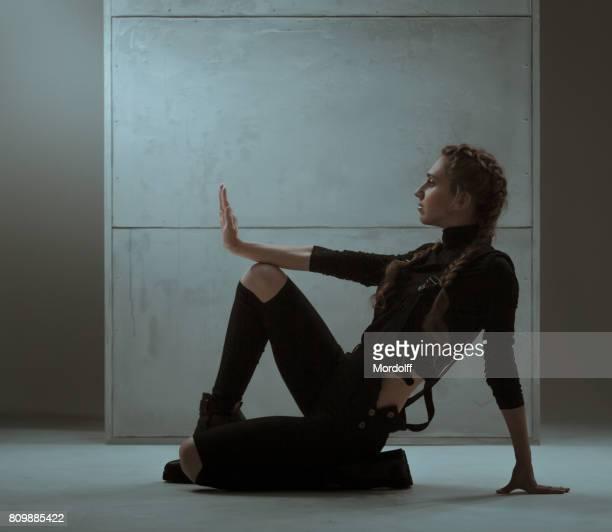 Femme svelte dans Vogue Pose de danse