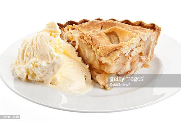 Stück Apfelkuchen mit Vanilleeis