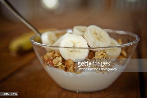 Sliced bananas, granola and yogurt in dish : Stock Photo