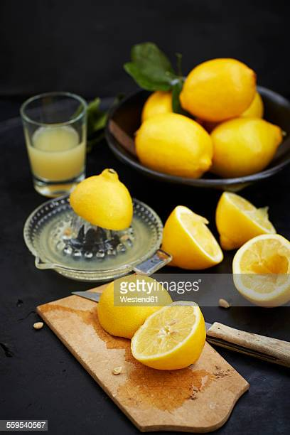 Sliced lemons in chopping board and freshly squeezed lemomn juice