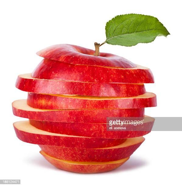 スライスされたレッドアップルと葉