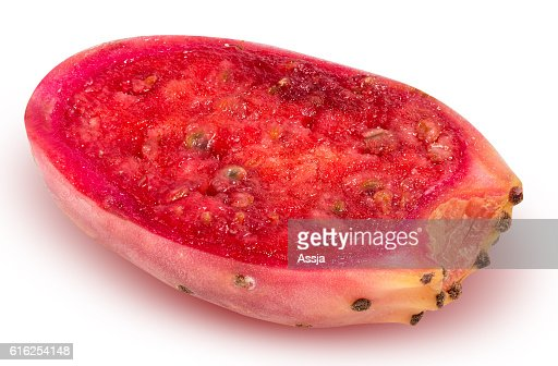 Sliced red opuntia isolated on white background : Foto de stock