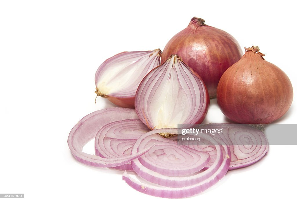 Sliced shallot with whole shallots : Stock Photo
