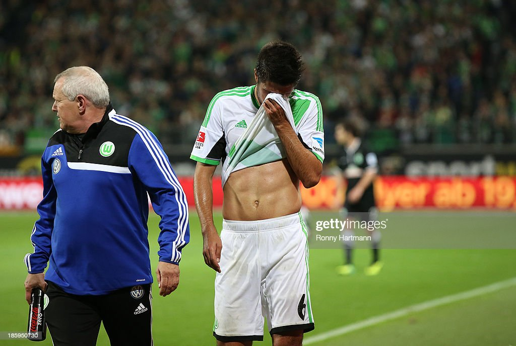 Slobodan Medojevic (R) of Wolfsburg is escorted off the pitch with an injury during the Bundesliga match between VfL Wolfsburg and Werder Bremen at Volkswagen Arena on October 26, 2013 in Wolfsburg, Germany.