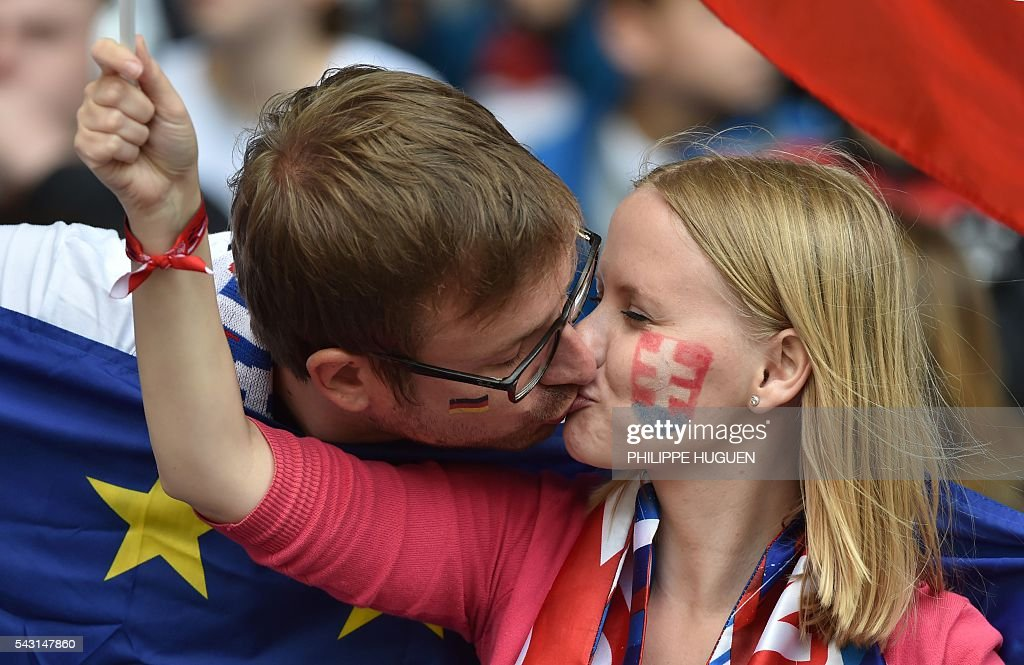 Slovakia supporters kiss during Euro 2016 round of 16 football match between Germany and Slovakia at the Pierre-Mauroy stadium in Villeneuve-d'Ascq, near Lille, on June 26, 2016. / AFP / PHILIPPE