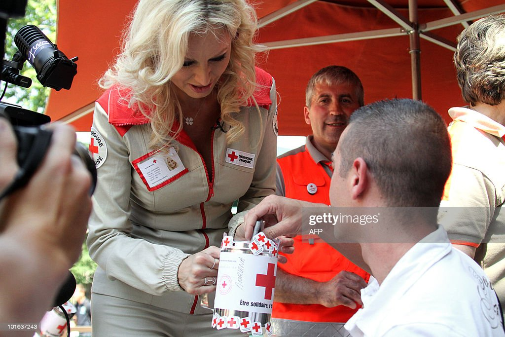 Slovakian born French goodwill ambassador and top-model Adriana Karembeu (C) collects money during the launch of the Red Cross 2010 national fundraising campaign by French Red Cross (Croix Rouge française) on June 5, 2010 in Nimes, southern France.