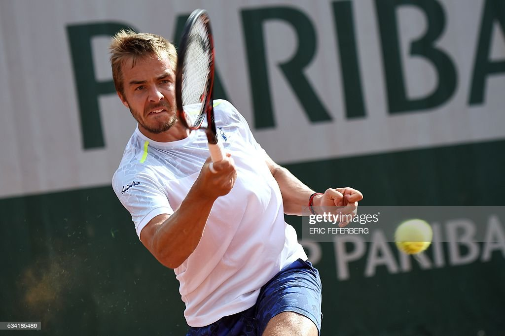 Slovakia's Andrej Martin returns the ball to France's Lucas Pouille during their men's second round match against at the Roland Garros 2016 French Tennis Open in Paris on May 25, 2016. / AFP / Eric FEFERBERG