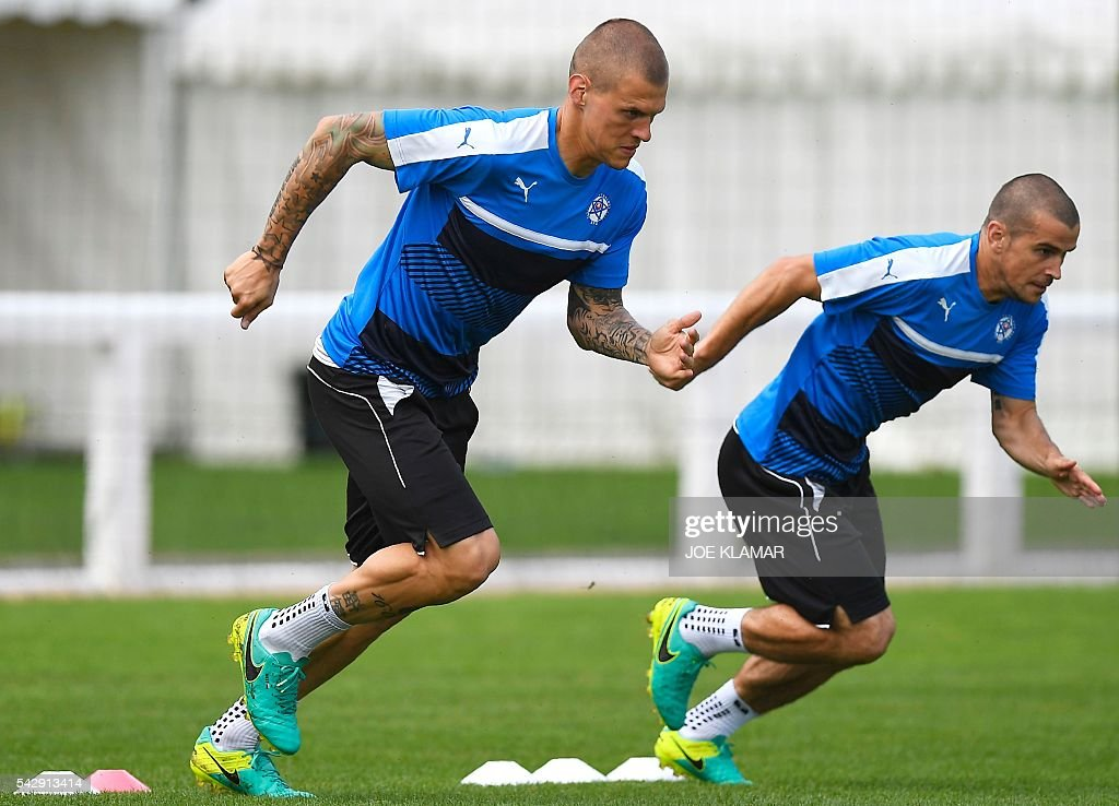 Slovakia's defender Martin Skrtel (L) and midfielder Viktor Pacovsky (R) warm up during a training session, in Vichy, central France, on June 25, 2016, on the eve of the Euro 2016 round of sixteen football match between Germany and Slovakia. / AFP / JOE