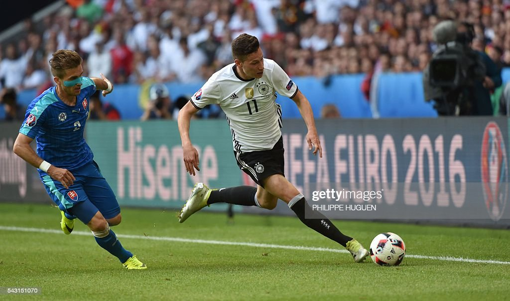 Slovakia's defender Peter Pekarik (L) vies with Germany's midfielder Julian Draxler during the Euro 2016 round of 16 football match between Germany and Slovakia at the Pierre-Mauroy stadium in Villeneuve-d'Ascq, near Lille, on June 26, 2016. / AFP / PHILIPPE