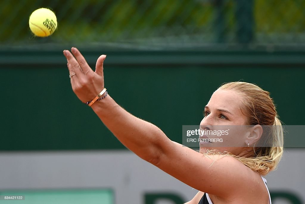 Slovakia's Dominika Cibulkova serves the ball to Croatia's Ana Konjuh during their women's second round match at the Roland Garros 2016 French Tennis Open in Paris on May 26, 2016. / AFP / Eric FEFERBERG