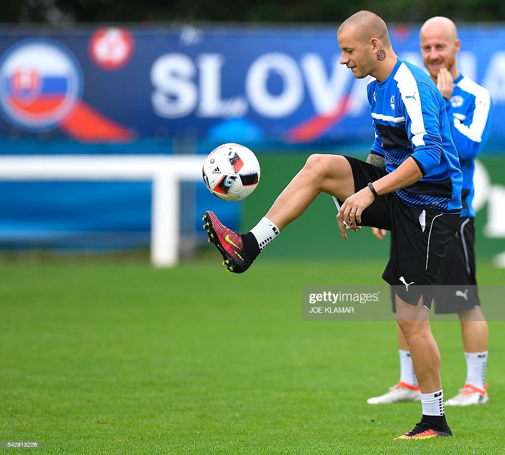 Slovakia's forward Vladimir Weiss kicks the ball during a training session, in Vichy, central France, on June 25, 2016, on the eve of the Euro 2016 round of sixteen football match between Germany and Slovakia. / AFP / JOE