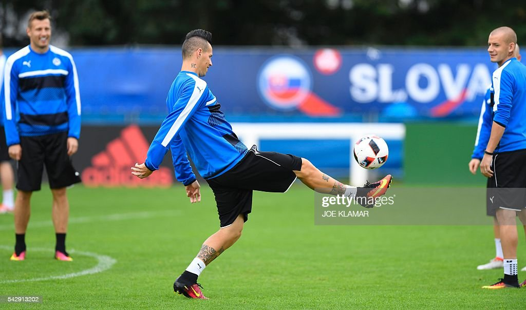 Slovakia's midfielder Marek Hamsik (C) kicks the ball during a training session, in Vichy, central France, on June 25, 2016, on the eve of the Euro 2016 round of sixteen football match between Germany and Slovakia. / AFP / JOE