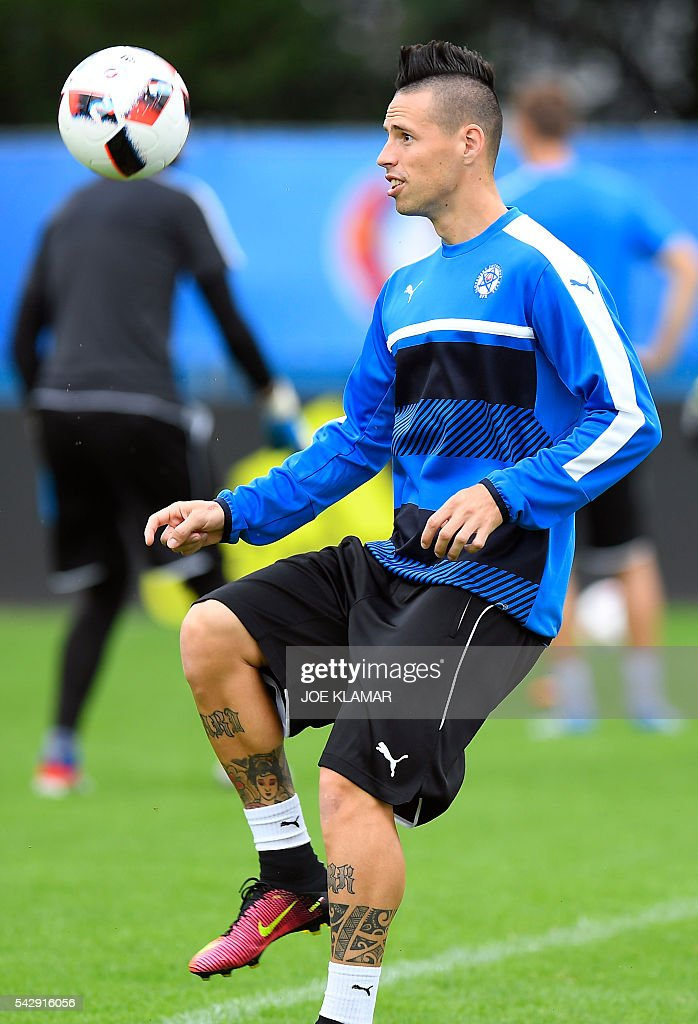 Slovakia's midfielders Marek Hamsik attends a training session, in Vichy, on June 25, 2016 on the eve of the Euro 2016 round of sixteen football match between Germany and Slovakia. / AFP / JOE
