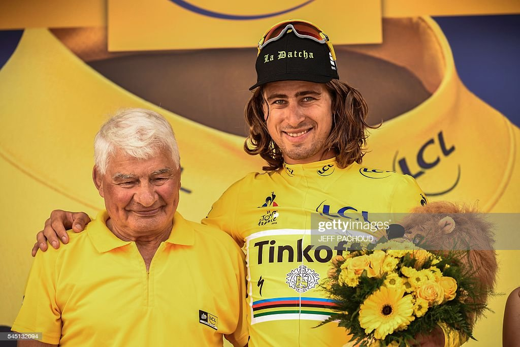 Slovakia's Peter Sagan celebrates his overall leader yellow jersey on the podium with former cyclist Raymond Poulidor (L) at the end of the 237,5 km fourth stage of the 103rd edition of the Tour de France cycling race on July 5, 2016 between Saumur and Limoges. / AFP / jeff pachoud