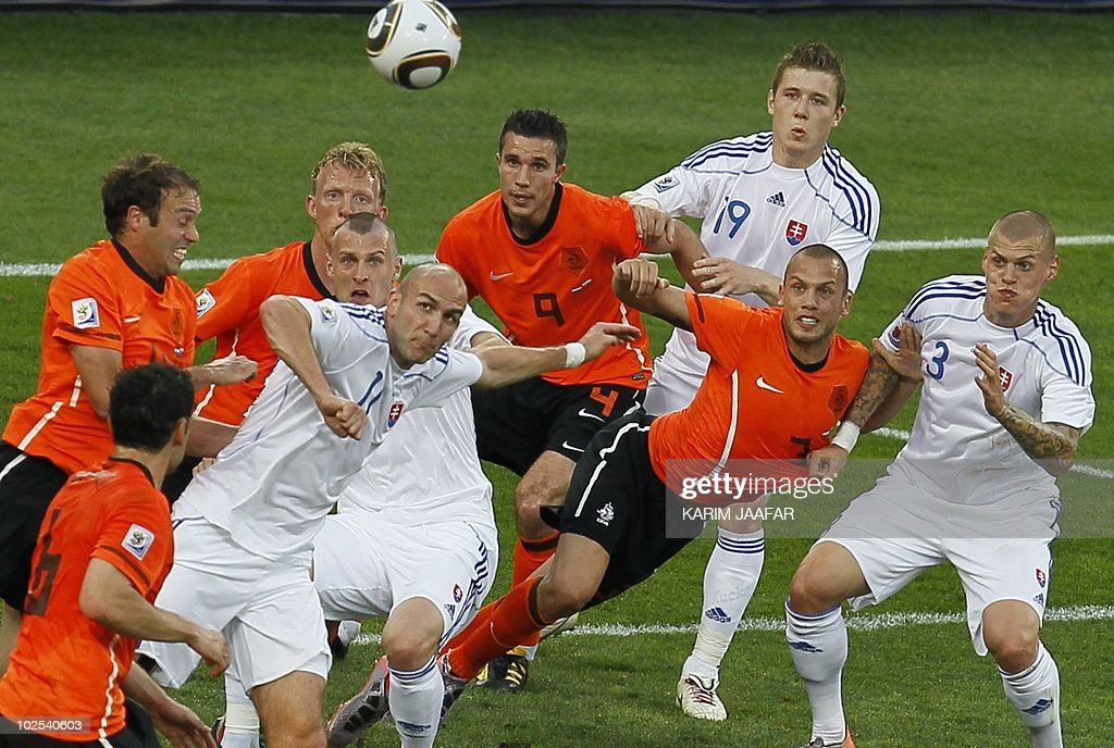 Slovakia's striker Robert Vittek (2nd L, front) leaps for the ball as Slovakia's and Netherlands' players eye the ball during the 2010 World Cup round of 16 football match Netherlands versus Slovakia on June 28, 2010 at Moses Mabhida Stadium in Durban. NO PUSH TO MOBILE / MOBILE USE SOLELY WITHIN EDITORIAL ARTICLE - AFP PHOTO / KARIM JAAFAR