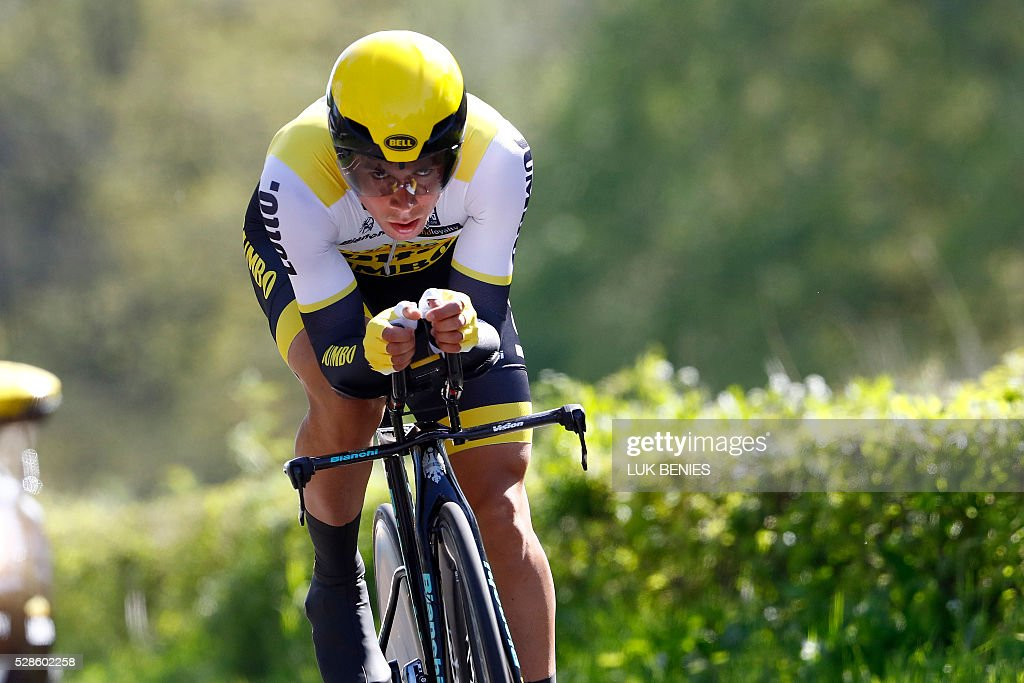 Slovenian cyclist Primoz Roglic of team LottoNL - Jumbo competes during the first stage of the Giro d'Italia 2016 at Apeldoorn, Netherlands, on May 6, 2016, an individual time trial over 9.8km through Apeldoorn. / AFP / ANP / LUK BENIES / Netherlands OUT
