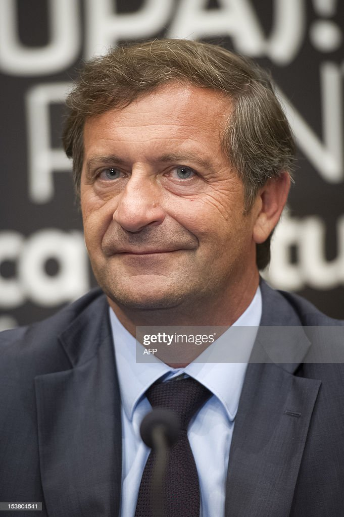 Slovenian Foreign Minister Karl Erjavec gives a press conference with his Austrian counterpart on October 9, 2012 after their meeting in Maribor. AFP PHOTO / Jure Makovec