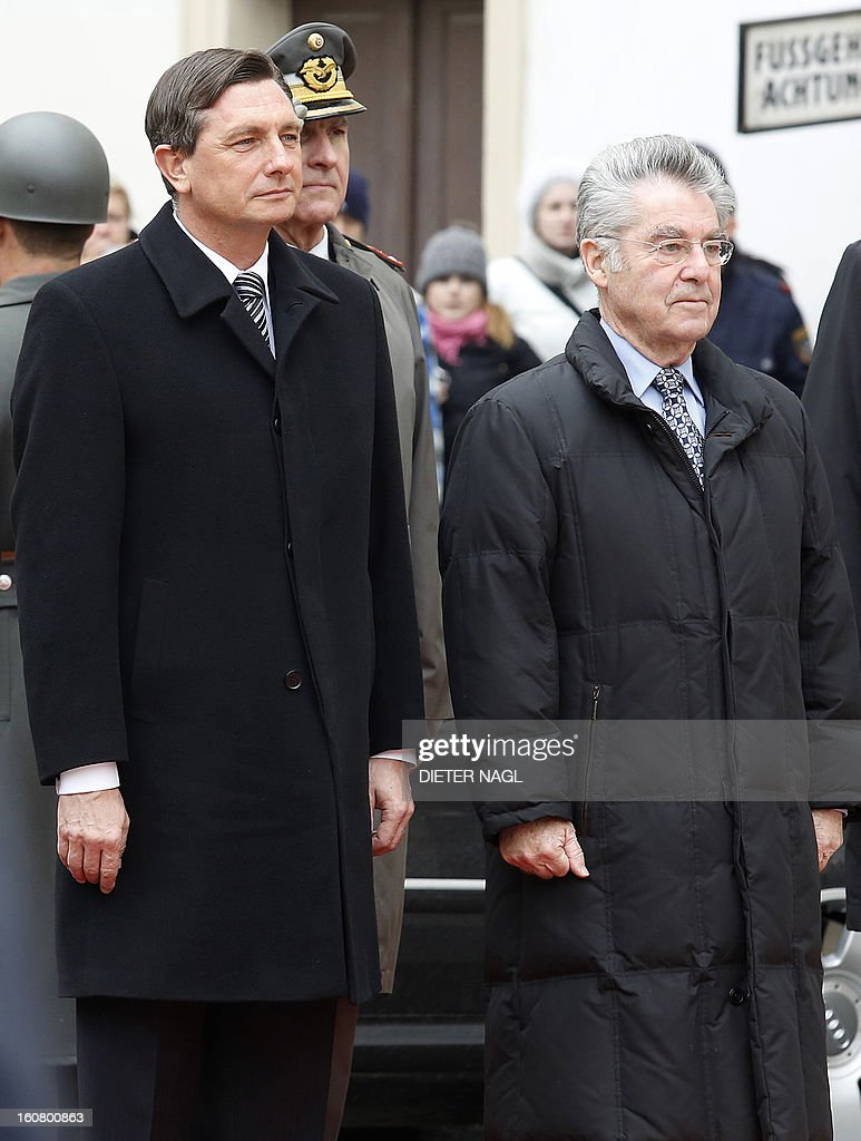 Slovenian President Borut Pahor (L) and Austrian President Heinz Fischer review a guard of honor on February 6, 2013 in Vienna. AFP PHOTO / DIETER NAGL