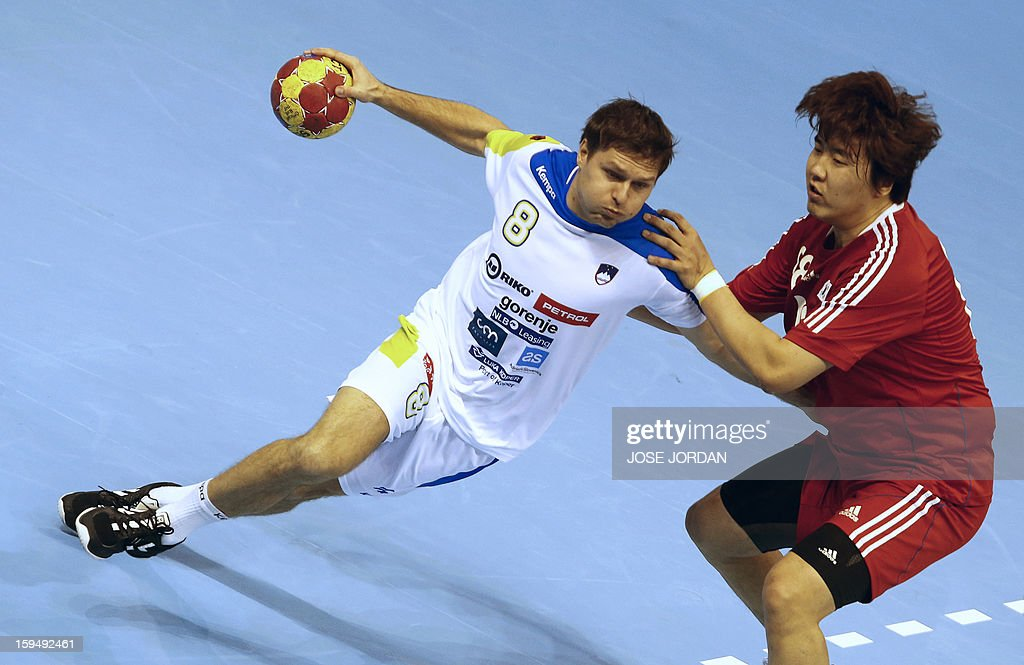 Slovenia's centre back Marko Bezjak (L) vies with Korea's pivot Park Jung-Geu during the 23rd Men's Handball World Championships preliminary round Group C match South Korea vs Slovenia at the Pabellon Principe Felipe in Zaragoza on January 14, 2013.