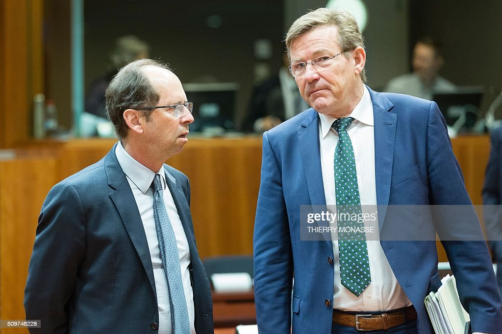 Slovenia's Finance Minister Dusan Mramor (L) talks with his Belgian counterpart Johan Van Overtveldt prior to the European Union Eco-Finance Council meeting at the EU Council building in Brussels on February 12, 2016. AFP PHOTO / THIERRY MONASSE / AFP / THIERRY MONASSE
