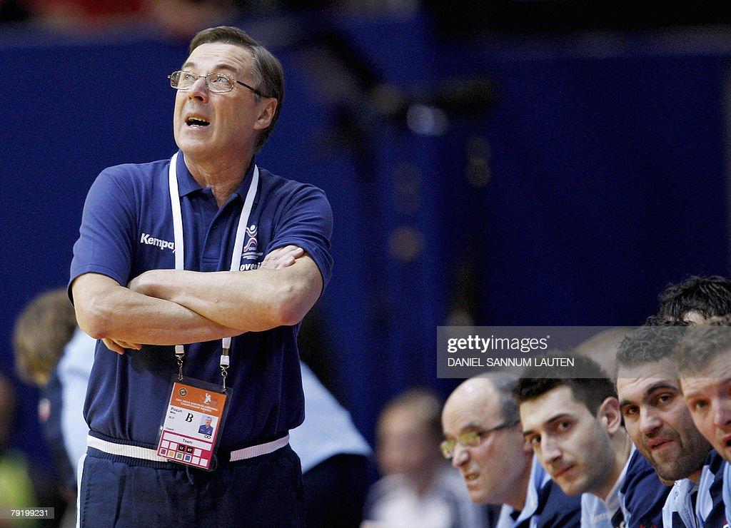 Slovenia's head coach Stanko Iztok Ostrelic (L) reacts during their 8th Men's European Handball Championship Main Round match, 24 January 2008 at the Stavanger Idrettshall.