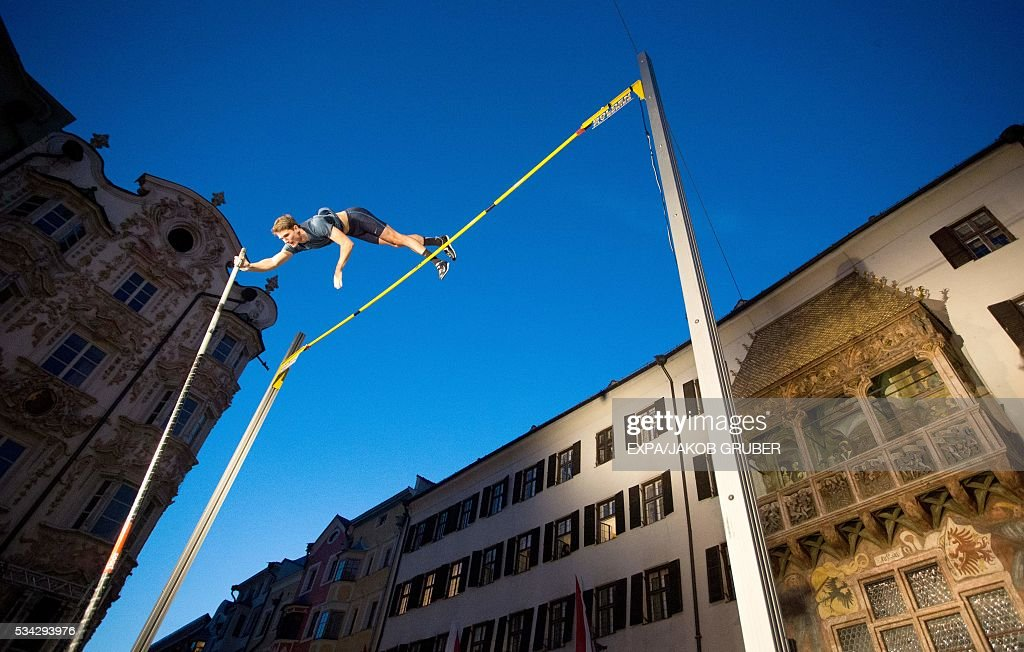 Slovenia's pole vaulter Robert Renner during the Golden Roof Challenge on May 25, 2016, in front of the Golden Roof in Innsbruck. / AFP / APA / EXPA/JAKOB GRUBER / Austria OUT
