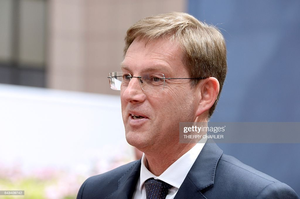 Slovenia's Prime minister Miro Cerar arrives before an EU summit meeting on June 28, 2016 at the European Union headquarters in Brussels. / AFP / THIERRY