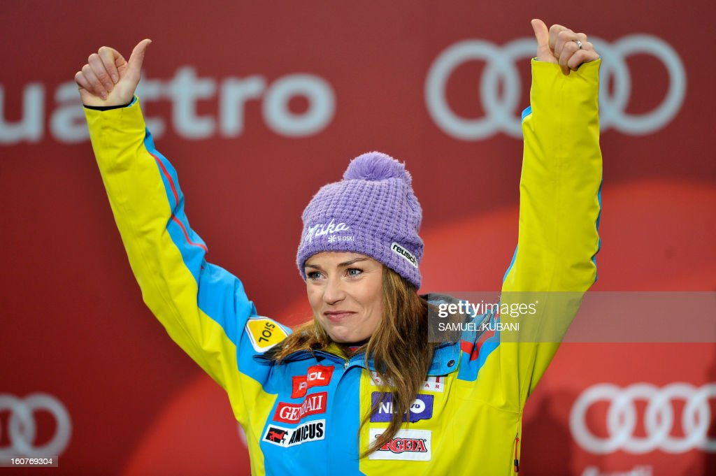 Slovenia's Tina Maze celebrates after winning the women's Super-G event of the 2013 Ski World Championships in Schladming, Austria on February 5, 2013. AFP PHOTO / SAMUEL KUBANI