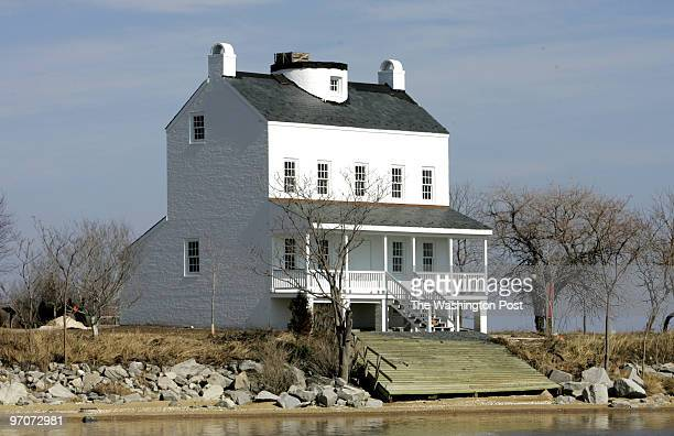 smlighthouse DATEMarch 06 2008 CREDIT Mark Gail/TWP St Clements Island Md ASSIGNMENT# EDITED BY mg Work on the Blackistone Island Lighthouse on St...