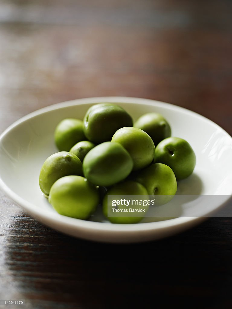 Small bowl of Castelvetrano olives : Stock Photo