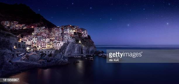 Petite ville dans la nuit