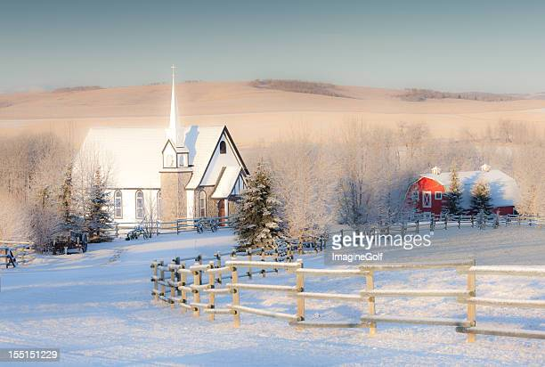 Country-Kirche im Winter