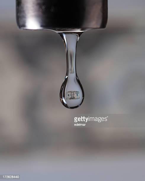 Wasserhahn Drop mit Dollar-Bild innerhalb von