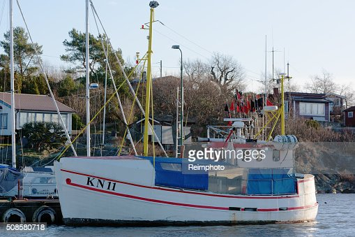 Small fishing ship : Bildbanksbilder