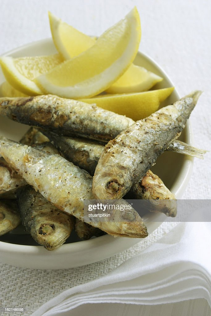 Small fried fish with lemon.