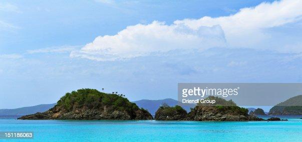 Small Islands in Trunk Bay. : Bildbanksbilder