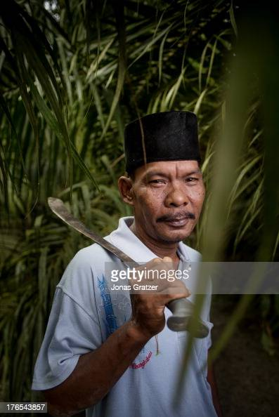 A small land owner Rahman works in the plantation in Dosan Sumatra A village of green revolution Dosan produces biofuels such as palm oil in the aim...