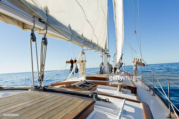 Kleine Private großen Segelschiff an einem sonnigen Tag