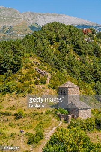Kleine romanische Kirche : Stock-Foto