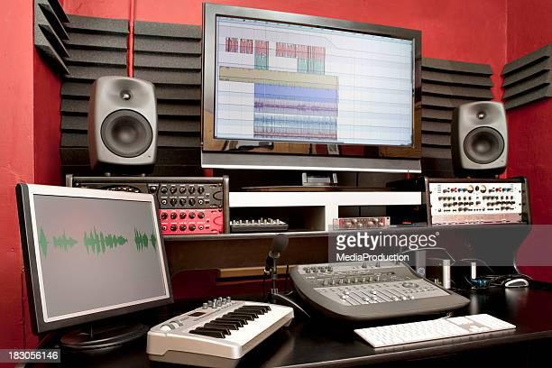 Petit bureau de studio d'enregistrement audio